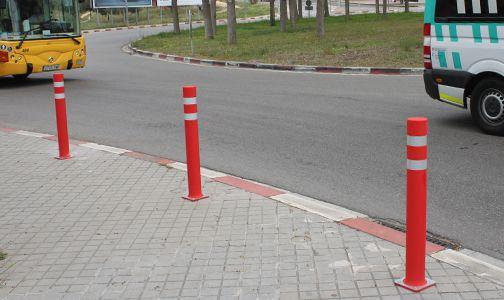 installed flexible bollards dt plate
